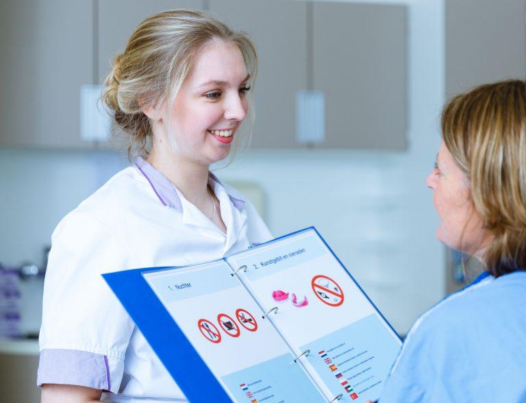 Verpleegkundige handelingen in 7 talen